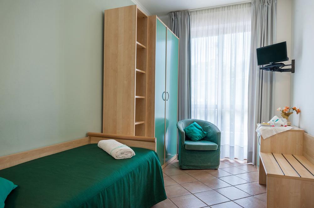 http://www.hotelbaccocilento.it/wp-content/uploads/2016/02/hotelbacco-singola-01.jpg