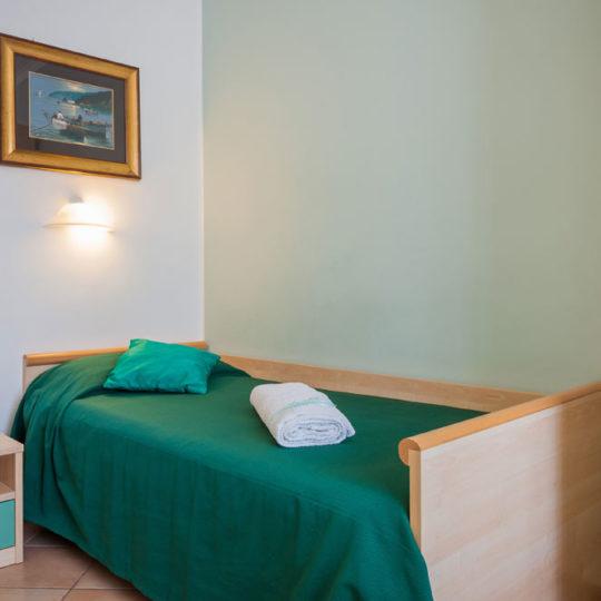 http://www.hotelbaccocilento.it/wp-content/uploads/2016/02/hotelbacco-singola-02-540x540.jpg