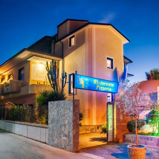 http://www.hotelbaccocilento.it/wp-content/uploads/2016/05/hotel-bacco-02-540x540.jpg