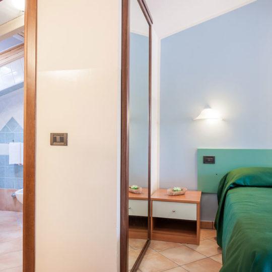 http://www.hotelbaccocilento.it/wp-content/uploads/2016/12/hotelbacco-mansarda-01-540x540.jpg