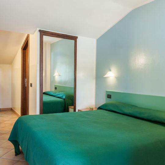 http://www.hotelbaccocilento.it/wp-content/uploads/2016/12/hotelbacco-mansarda-02-540x540.jpg