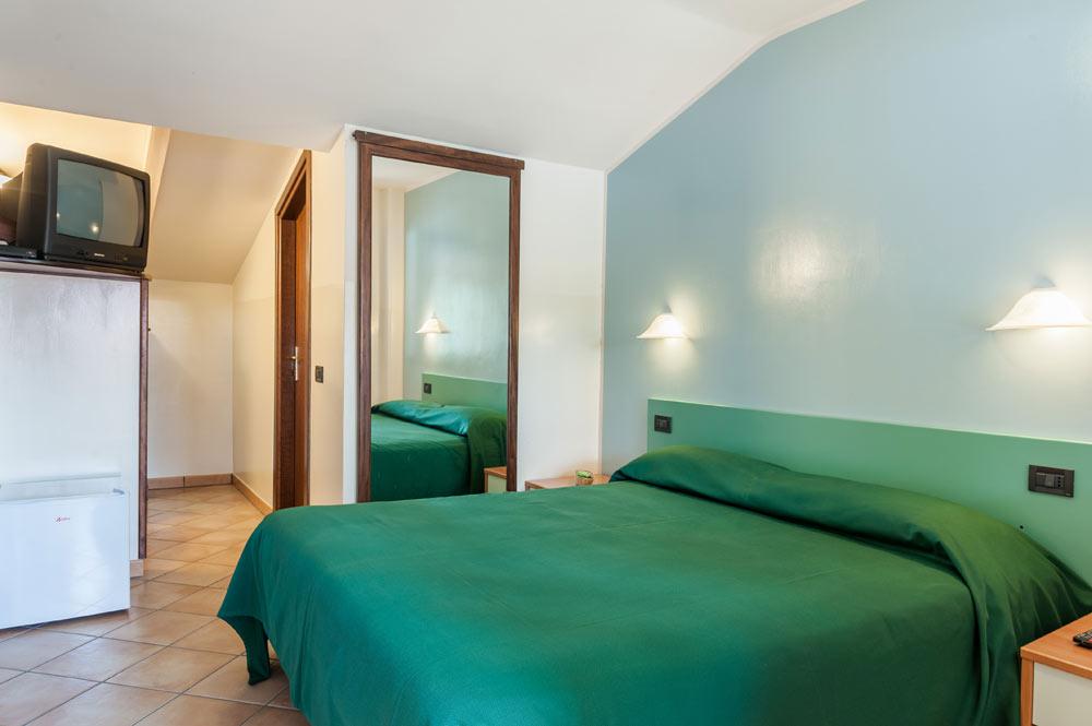 http://www.hotelbaccocilento.it/wp-content/uploads/2016/12/hotelbacco-mansarda-02.jpg
