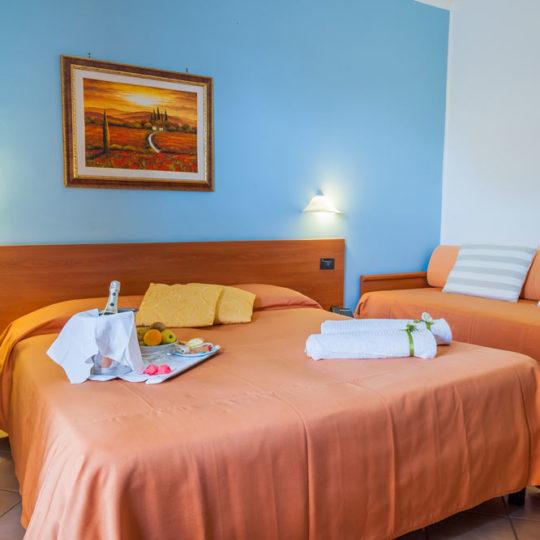 http://www.hotelbaccocilento.it/wp-content/uploads/2016/12/hotelbacco-tripla-02-540x540.jpg