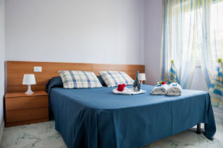 http://www.hotelbaccocilento.it/wp-content/uploads/2017/09/hotelbacco-dependance-02-320x213.jpg