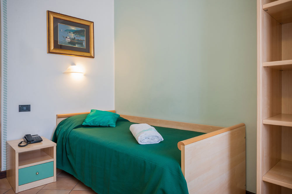 https://www.hotelbaccocilento.it/wp-content/uploads/2016/02/hotelbacco-singola-02.jpg