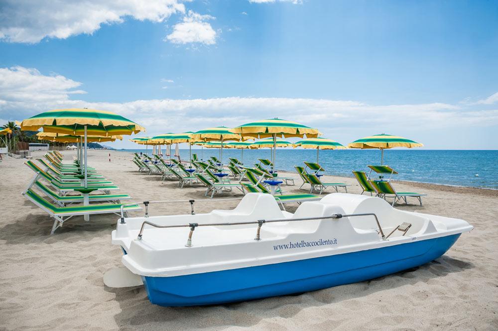 https://www.hotelbaccocilento.it/wp-content/uploads/2017/10/hotel-bacco-spiaggia-2.jpg