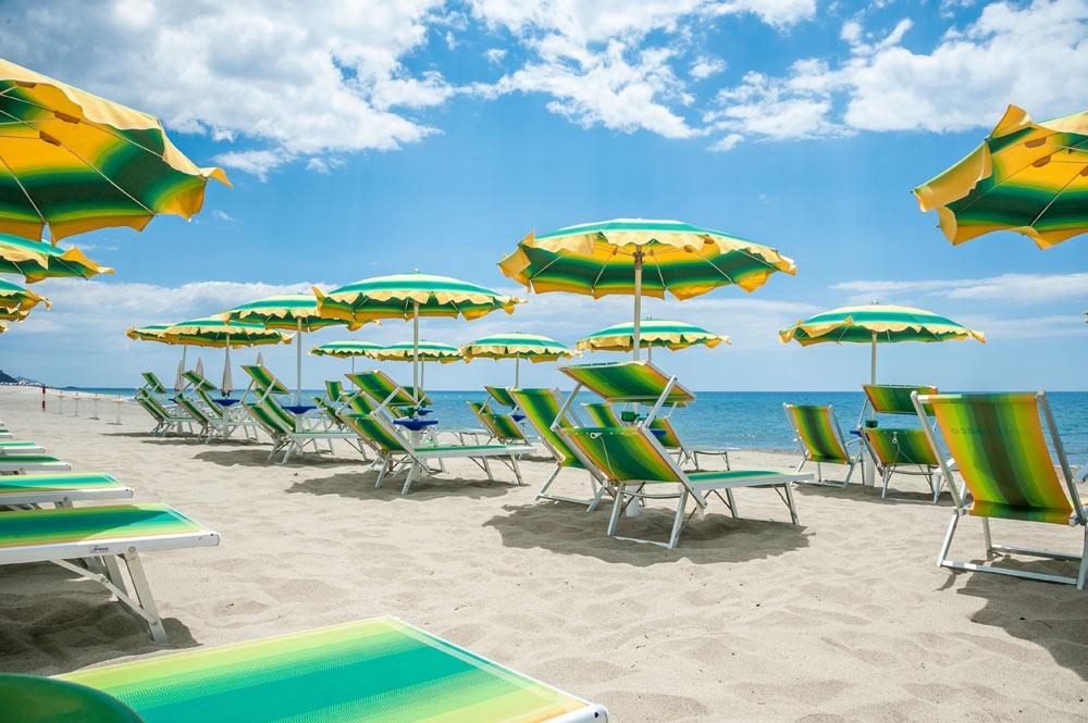 https://www.hotelbaccocilento.it/wp-content/uploads/2017/10/hotel-bacco-spiaggia-3.jpg