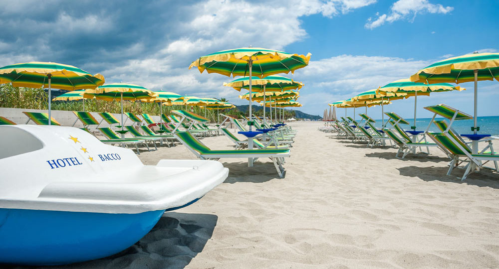 https://www.hotelbaccocilento.it/wp-content/uploads/2017/10/hotel-bacco-spiaggia-5-1000x540.jpg